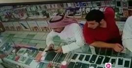 شاهد.. خدعة من لص لسرقة محل جوّالات في مكة