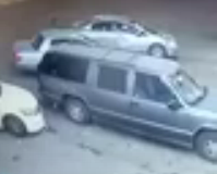 لفص-يسرق-سيارة-بداخلها-امرأة