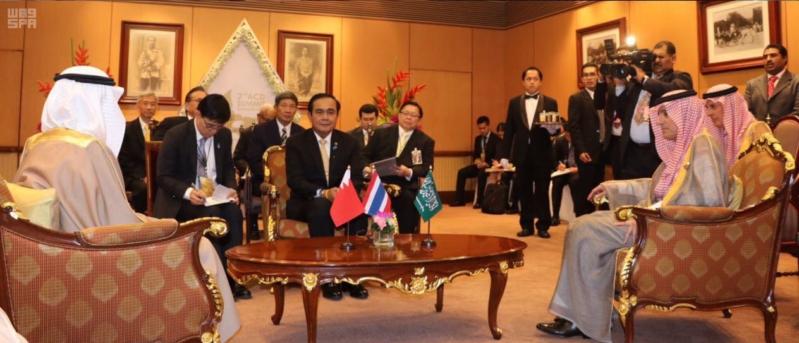 لقاء ثلاثي بين الجبير ورئيسي وزراء البحرين وتايلاند1
