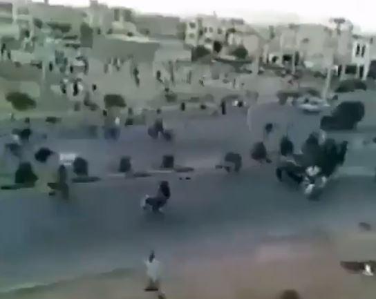 فيديو مروع .. لحظة دهس المتظاهرين في إيران