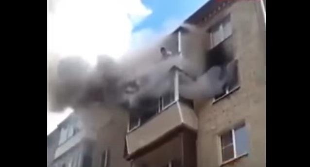 ماذا فعل أب تركي لإنقاذ اولاده من الحريق