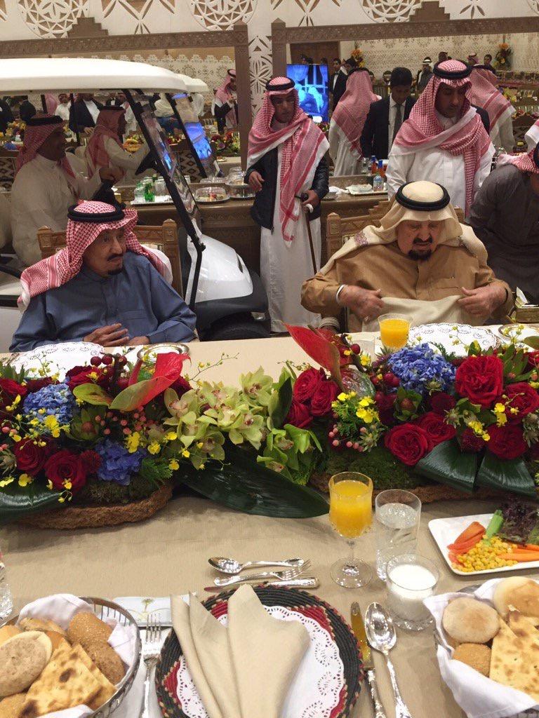ماذا فعل #الملك_سلمان بعد وليمة عشاء لأخيه الأمير عبدالرحمن؟ (1)