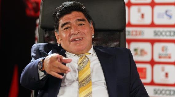 مارادونا في حواره مع بيليه: ميسي لا يملك شخصية !
