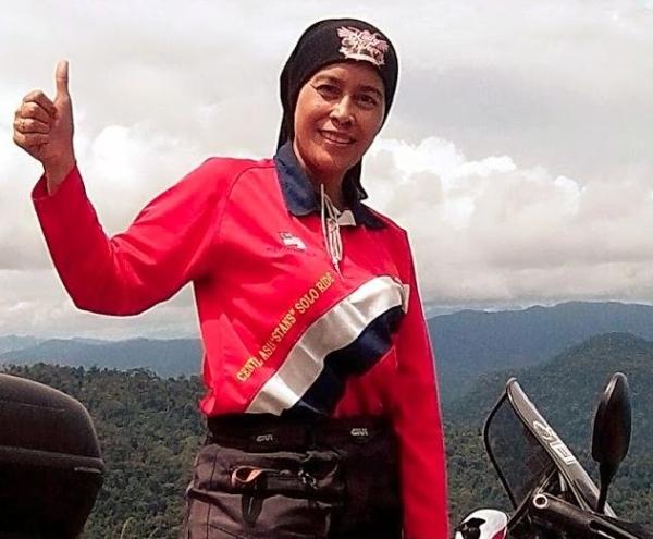 ماليزية تطوف العالم بدراجة