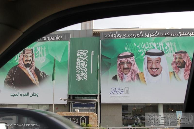 مباني الرياض يزدان بصور الملك 1