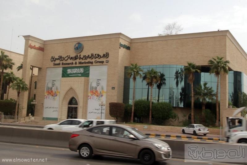 مباني الرياض يزدان بصور الملك 10