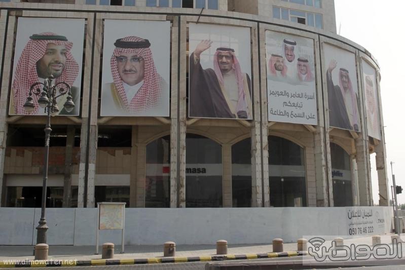 مباني الرياض يزدان بصور الملك 3
