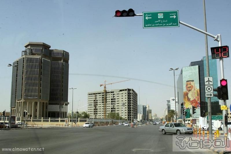 مباني الرياض يزدان بصور الملك 5