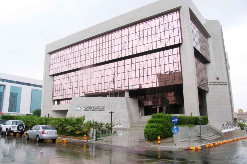 غرفة الرياض تطرح 1607 وظائف للجنسين بالقطاع الخاص