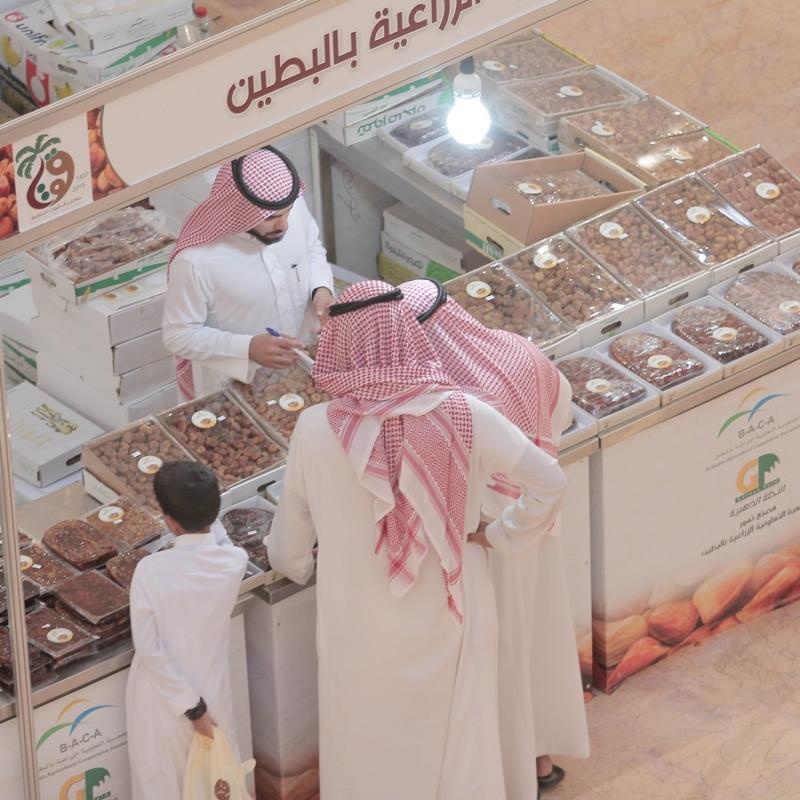 مبيعات التجار بمهرجان قوت للتمور في بريدة (1) 