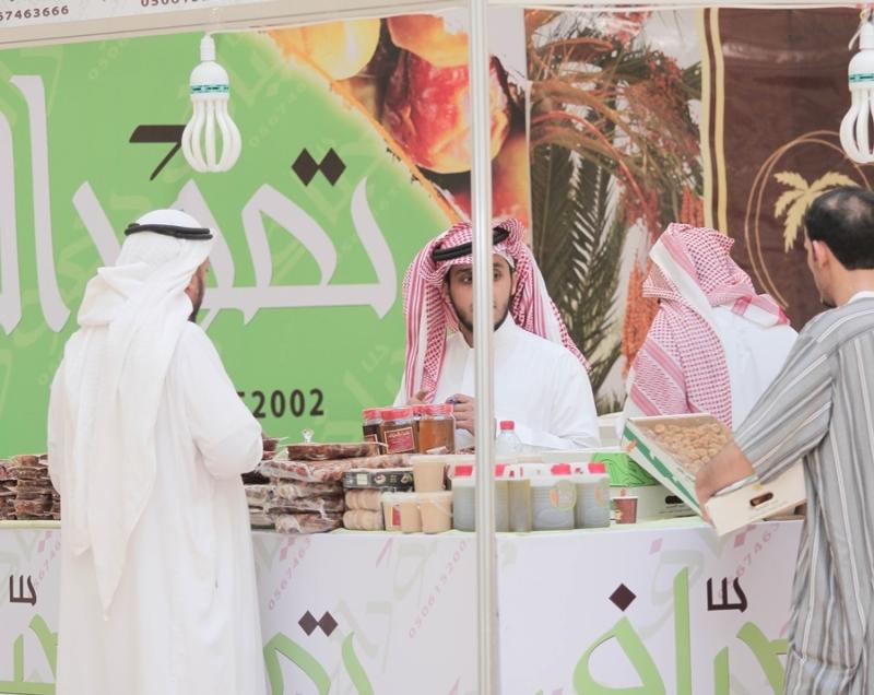 مبيعات التجار بمهرجان قوت للتمور في بريدة (372252772) 