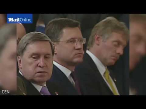 متحدث روسيا ينام خلال مؤتمر