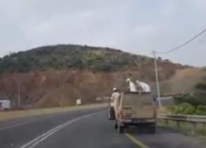 متراقصون بالسيارات على الطريق السياحيّ بأبها