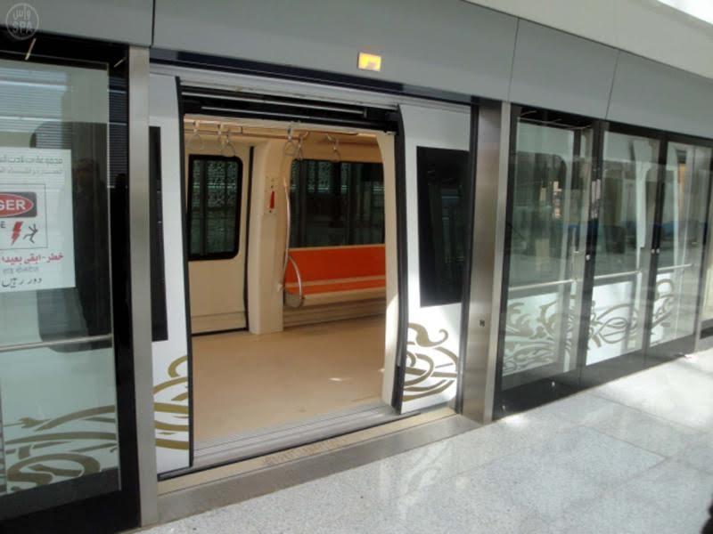 بالصور مترو جامعة الأميرة نورة فريق نسائي صيانة وقيادة صحيفة