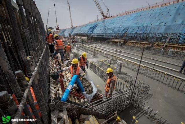 شاهد بالصور.. ظهور أعمدة جسور قطار الرياض - المواطن