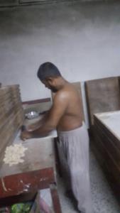 مخبز ناون - عمالة شبه عراه
