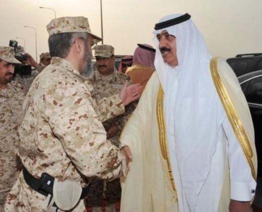 متعب-بن-عبدالله-يطمئن-على-سلامة-الملازم-أول-أحمد  (1)