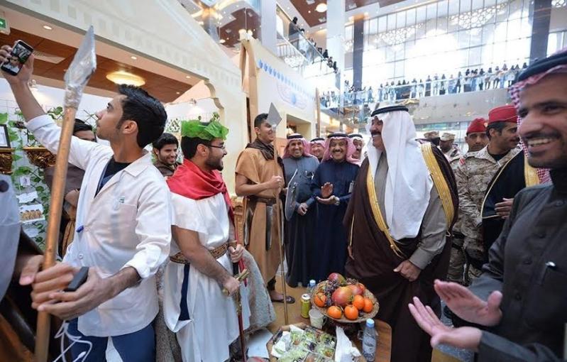 متعب بن عبدالله يفاجئ طلاب الصحية بحضور ختام فعاليات برنامج ثقافي 11