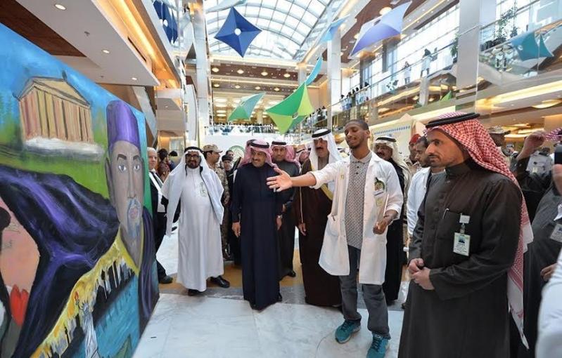 متعب بن عبدالله يفاجئ طلاب الصحية بحضور ختام فعاليات برنامج ثقافي 12