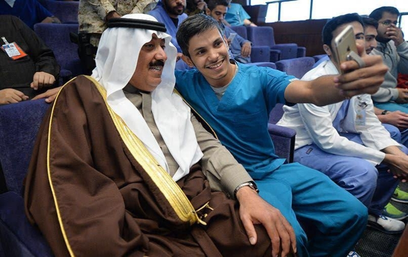 متعب بن عبدالله يفاجئ طلاب الصحية بحضور ختام فعاليات برنامج ثقافي 15