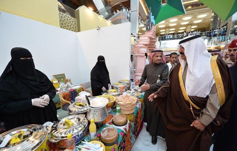 متعب بن عبدالله يفاجئ طلاب الصحية بحضور ختام فعاليات برنامج ثقافي 16