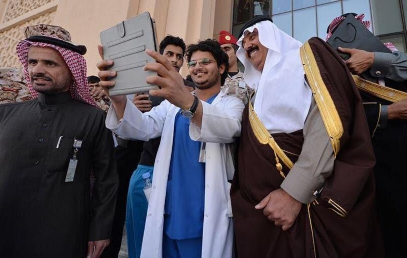 متعب بن عبدالله يفاجئ طلاب الصحية بحضور ختام فعاليات برنامج ثقافي