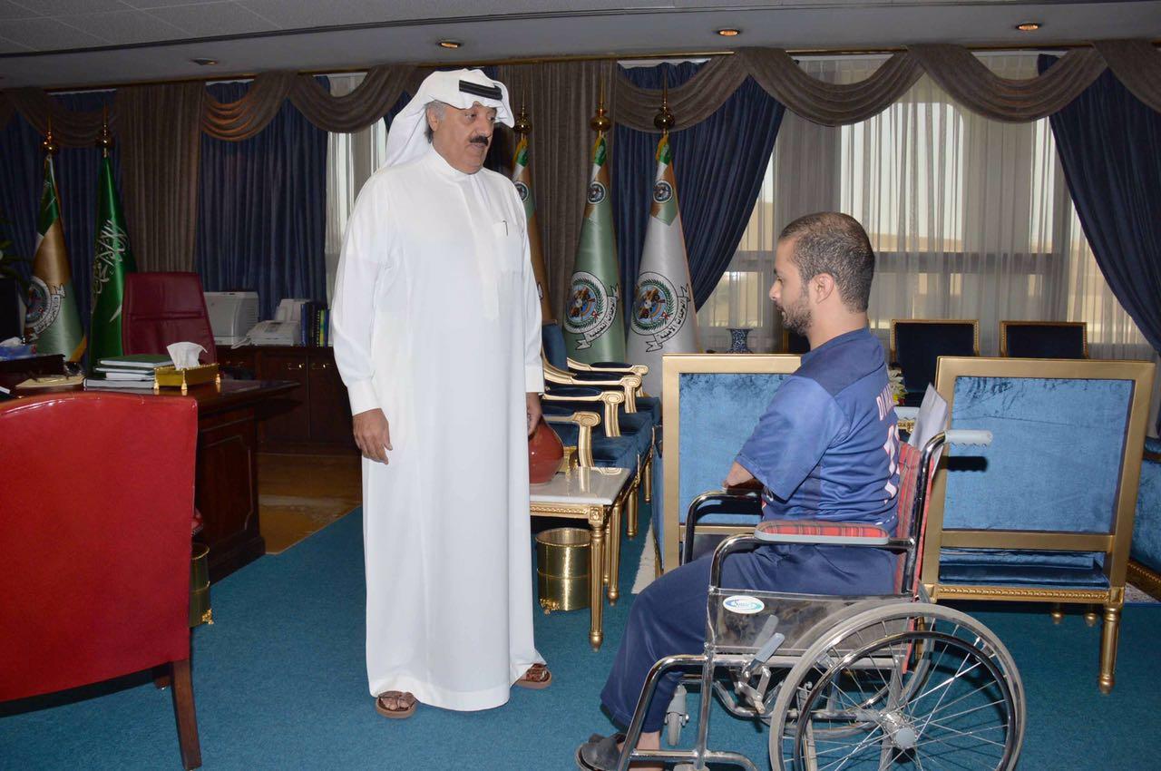 متعب بن عبدالله يوجه بتعيين احد ذوي الاحتياجات الخاصة (1)
