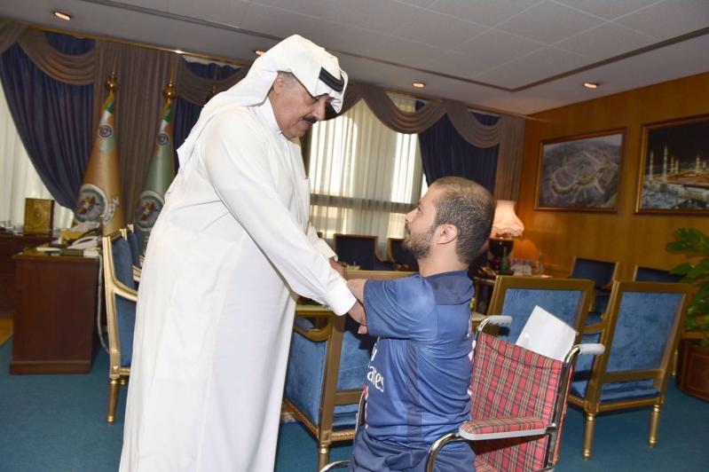 متعب بن عبدالله يوجه بتعيين احد ذوي الاحتياجات الخاصة  (2)