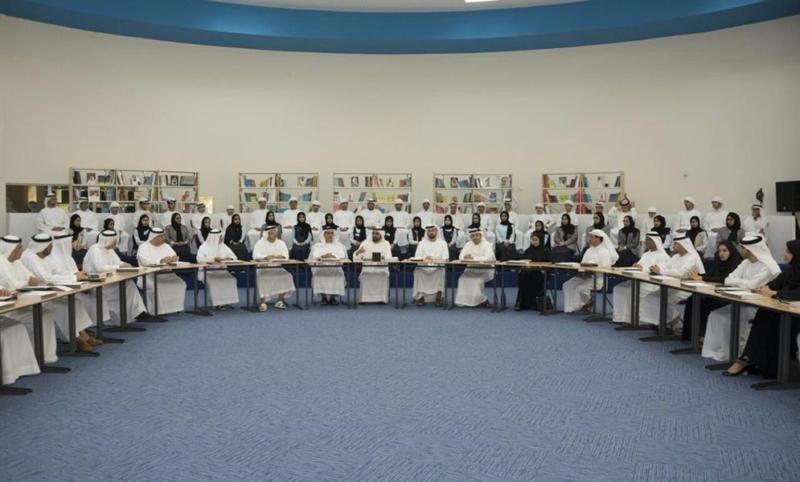 مجلس الوزراء الإماراتي يعقد جلسته الأسبوعية داخل مدرسة بحضور عدد من الطلاب 11