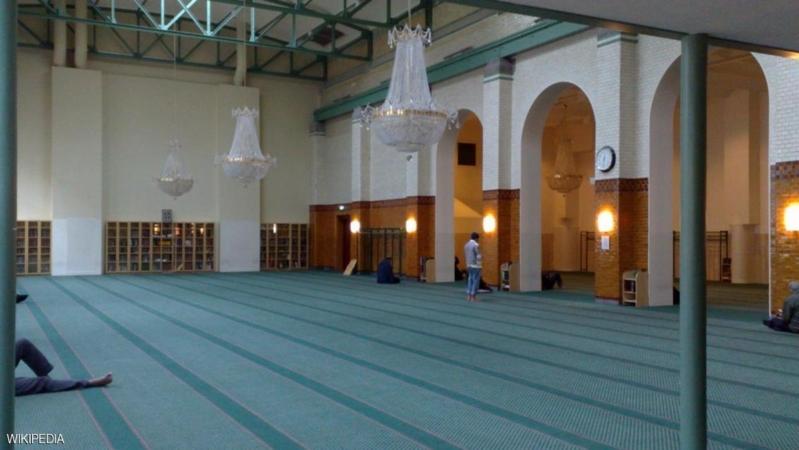 مجهولون يدخلون مسجدا في السويد ويلقون داخله مفرقعات
