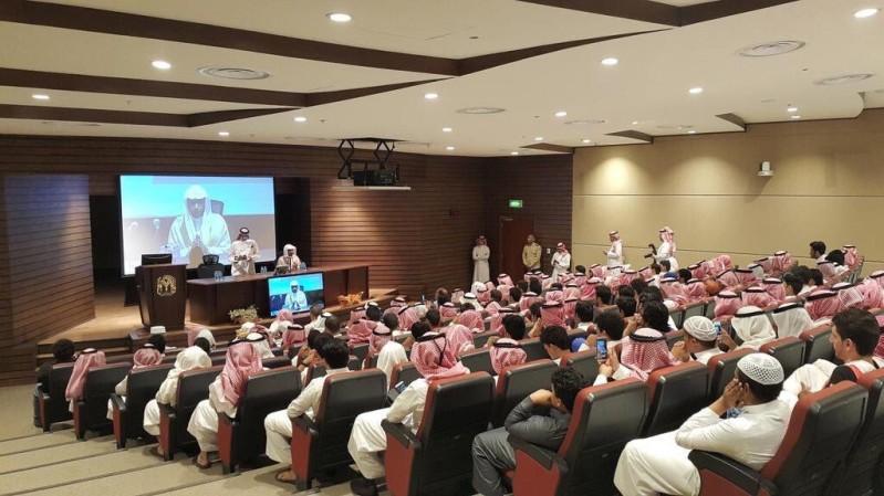 شاهد.. حضور كثيف لمحاضرة #المغامسي عن الفكر المتطرف بجامعة طيبة