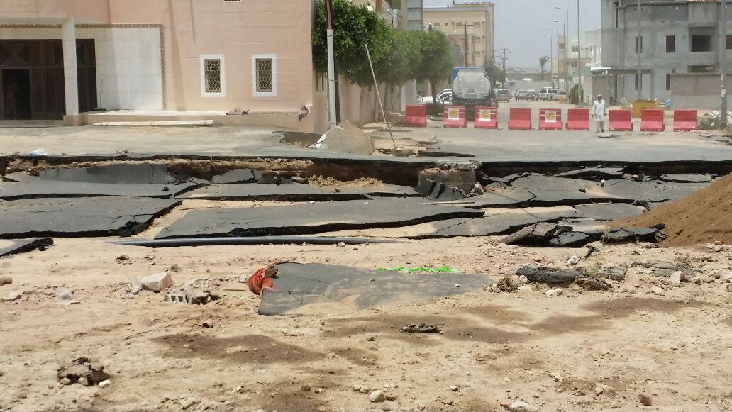 محافظ احد رفيدة سعيد بن علي بن دلبوح يتفقد مواقع تضرر الامطار (3)