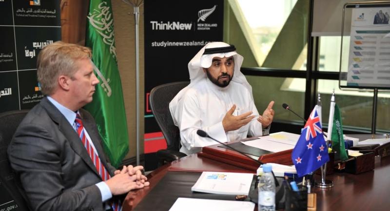 -المؤسسة-العامة-للتدريب-التقني-والمهني-الدكتور-أحمد-بن-فهد-الفهيد-مع-وزير-التجارة-النيوزلندي