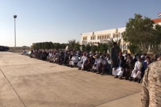 بالصور.. محافظ المهرة اليمنية يتسلم قافلة مساعدات ودعم مُقَدَّمة من المملكة - المواطن