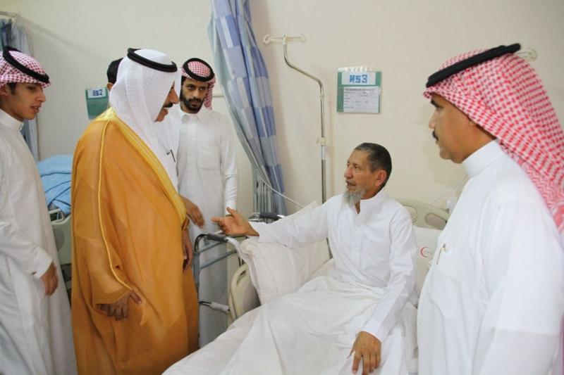 محافظ بلقرن يعايد المرضى بالعلاية والبشائر (1)
