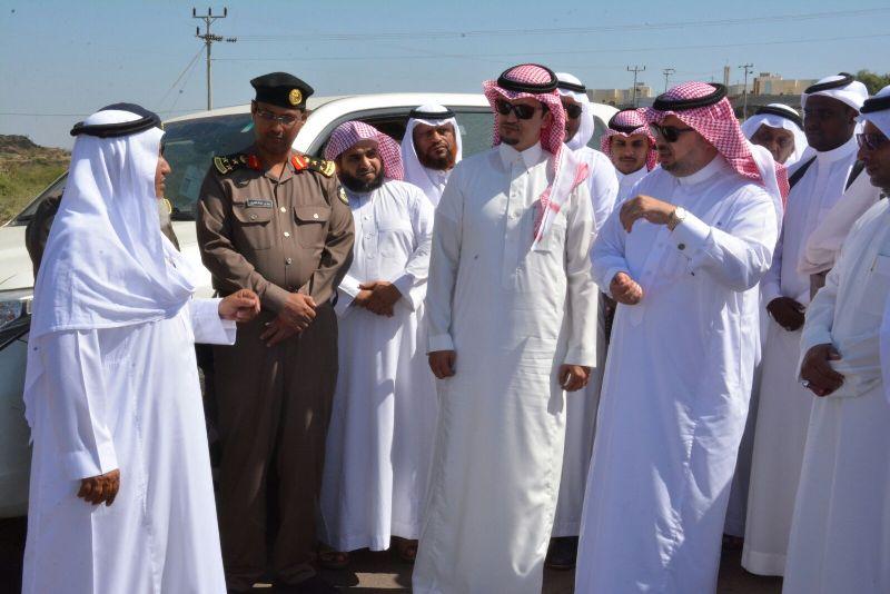 محافظ #محايل يتفقد مركز بحر أبو سكينة (1)