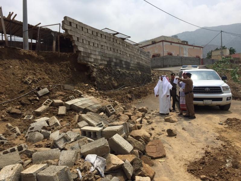 محافظ هروب يقف على المنازل المتضررة من الأمطار والسيول