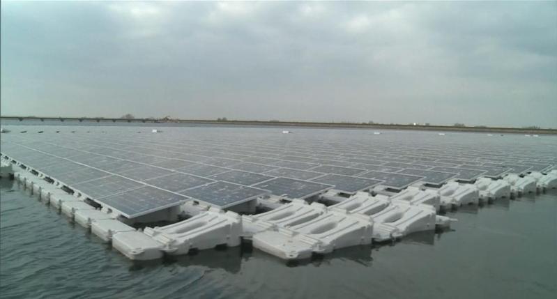 محطة الطاقة الشمسية العائمة في بريطانيا