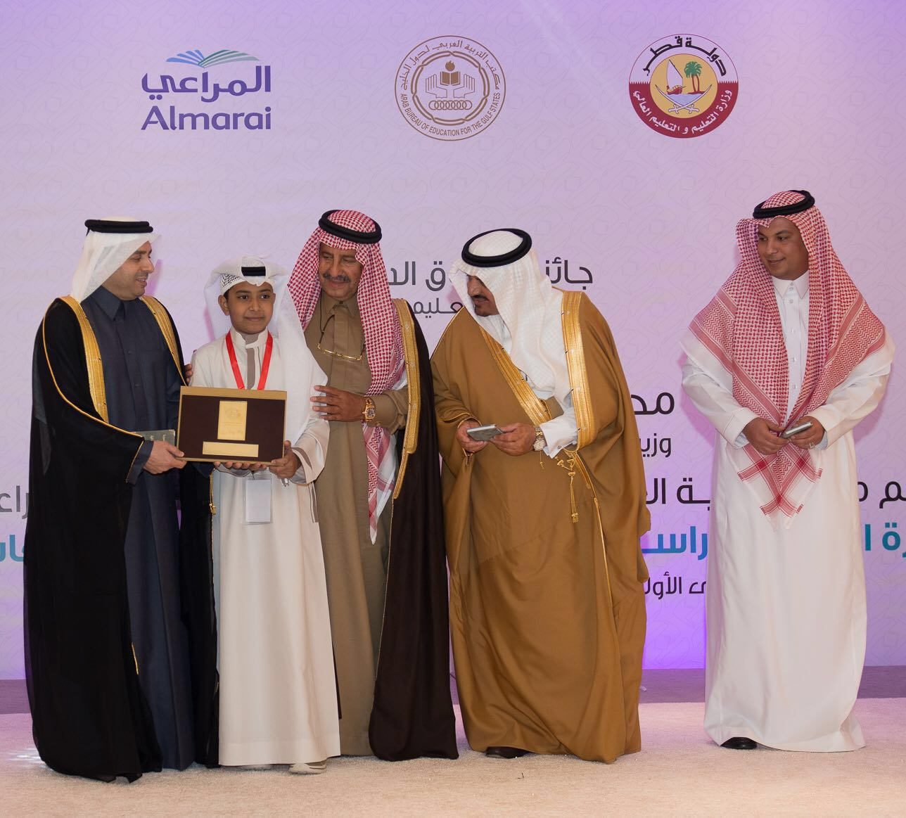 محمد باحارث اول طالب من تعليم الليث يتوج بجائزة التفوق الدراسي على مستوى الخليج العربي (2)