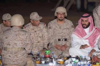 بالفيديو.. ولي ولي العهد يتناول الإفطار مع جنود الحد الجنوبي في نجران - المواطن