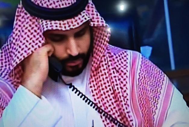 محمد-بن-سلمان-يجري-اتصالاته-لحظة-عاصفة-الحزم (1)