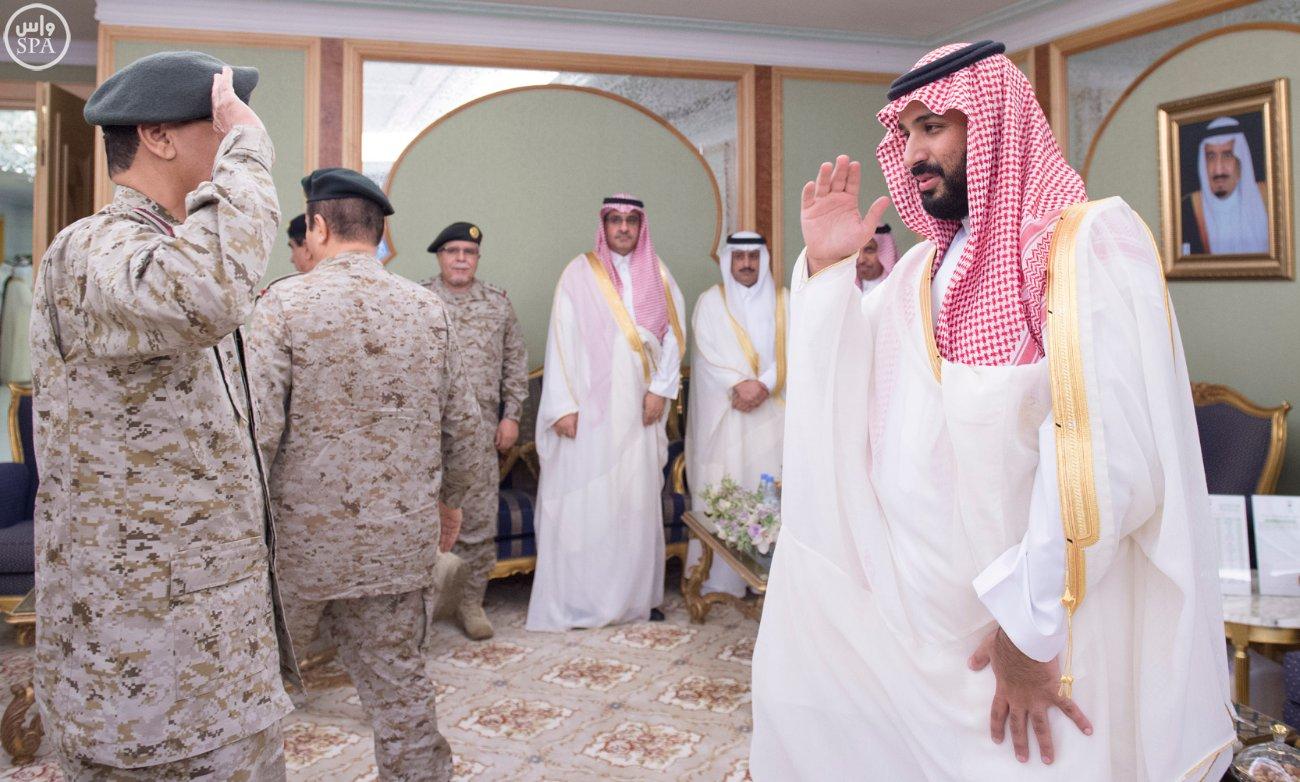 محمد بن سلمان يستقبل كبار القادة والمسئولين في وزارة الدفاع بمناسبة عيد الفطر (2)