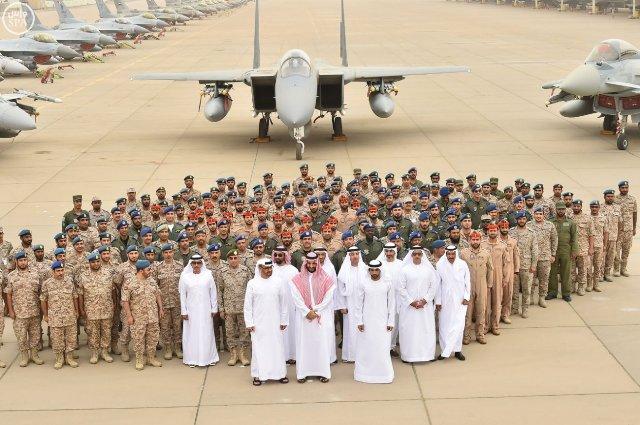 شاهد بالصور .. محمد بن سلمان ومحمد بن زايد في قاعدة الملك فهد الجوية بالطائف