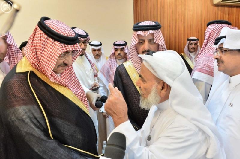 محمد-بن-نايف-يعزي-الشهداء-بعسير (1)
