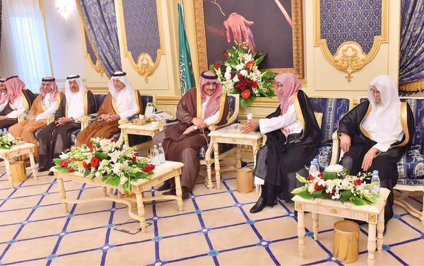 شاهد بالصور.. أمراء ومشايخ ومسؤولون ومواطنون في ضيافة نائب الملك - المواطن