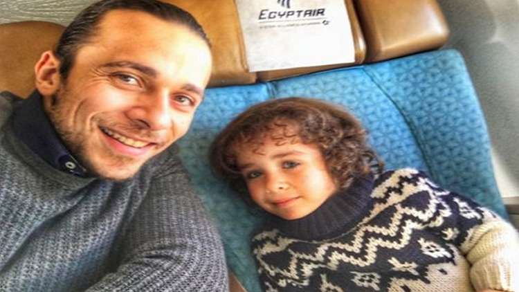 محمود علاء يستعيد ابنه من زوجته السويسرية