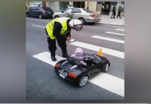 مخالفة اصغر سائق في العالم