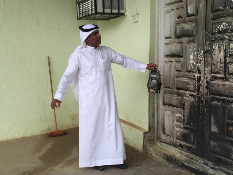 مختل يحرق مسجد (2)