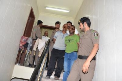 مداهمات أمنية توقع 92 مخالفًا وحالات جنائية بالدمام والخبر (177188086) 