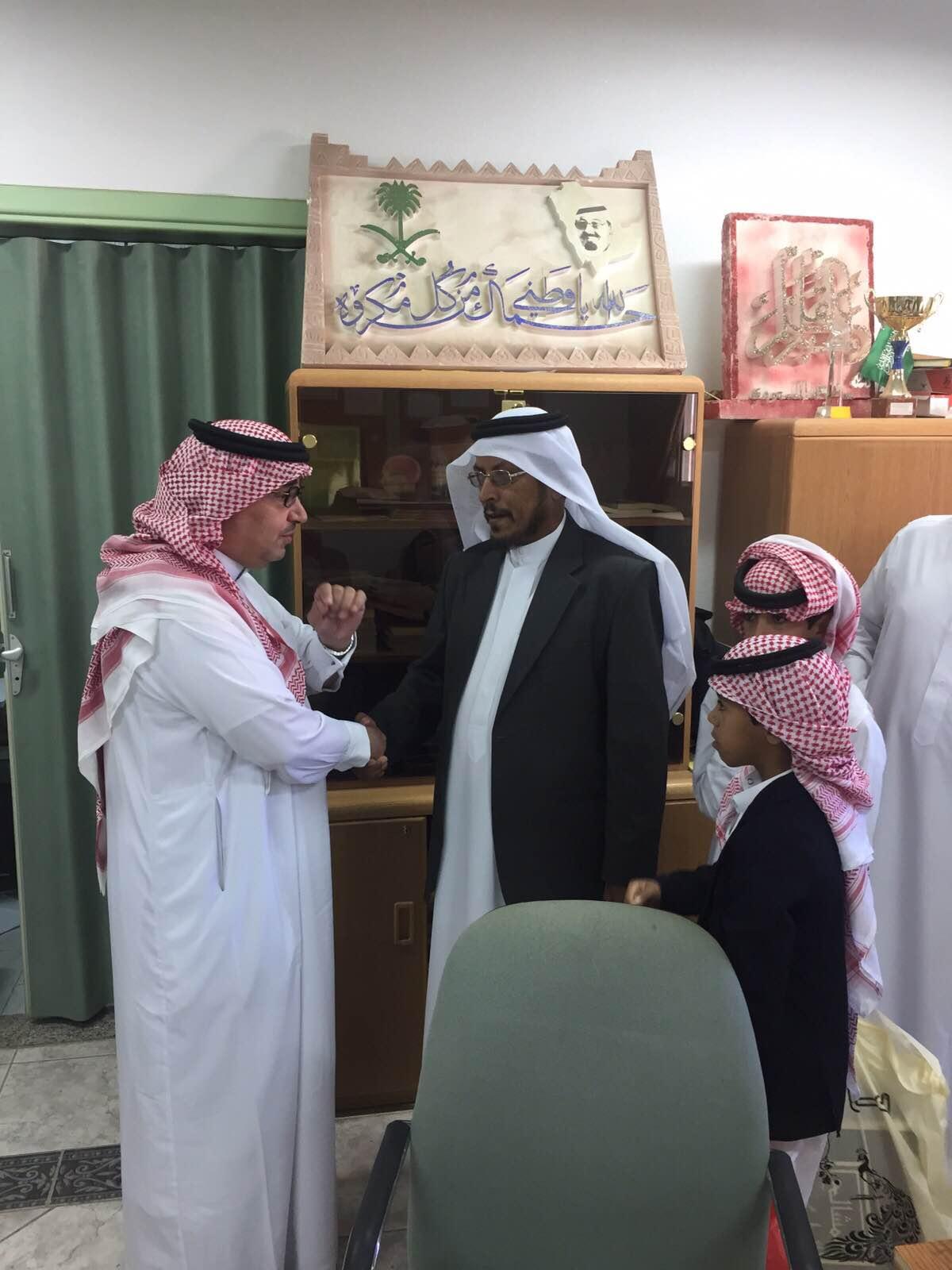 مدرسة بـ #أبها تكرّم والد وأشقاء أحد شهداء #الحد_الجنوبي (4)